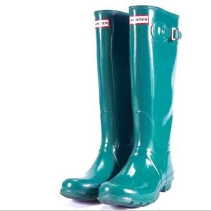 Tall Glossy Hunter Boots in Green